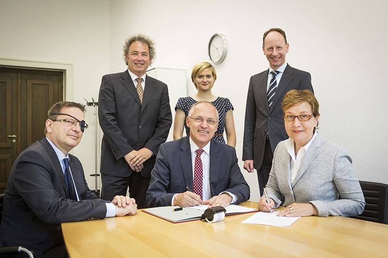 v.l. Werner Geilenkirchen, Prof. Dr. Hartmut Reinhard, Prof. Dr.-Ing. Christoph Seeßelberg, Judith Friesenhahn, Prof. Dr. Michael Lorth, Heike Herzig   (Bild: Heike Fischer/FH Köln)